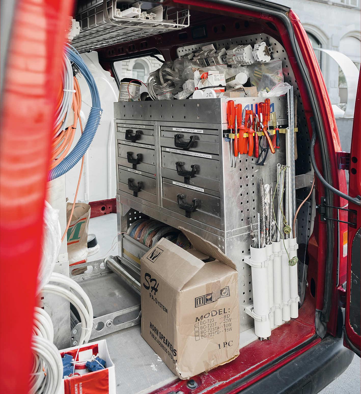 Installation von Eleketrotechnik als Kerngeschäft